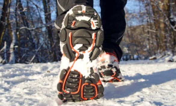 Казахской полиции предложили проверять зимой не только шины, но и обувь