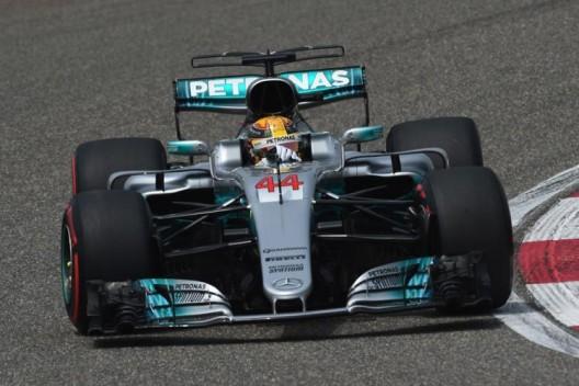Хэмилтон протестирует новые шины Pirelli