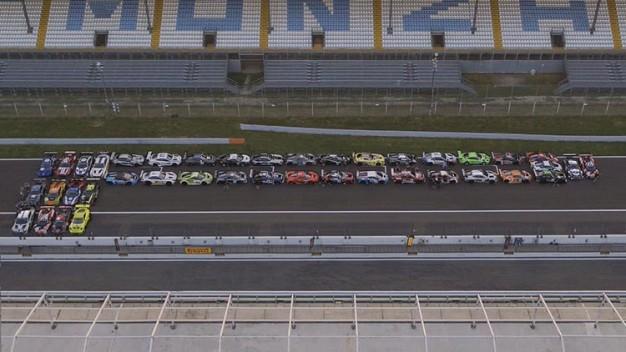 Pirelli составила свой логотип из 41 спорткара
